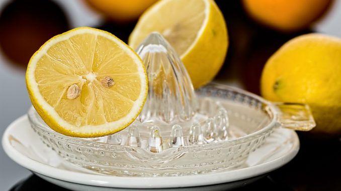 come perdere peso dormendo con il limone
